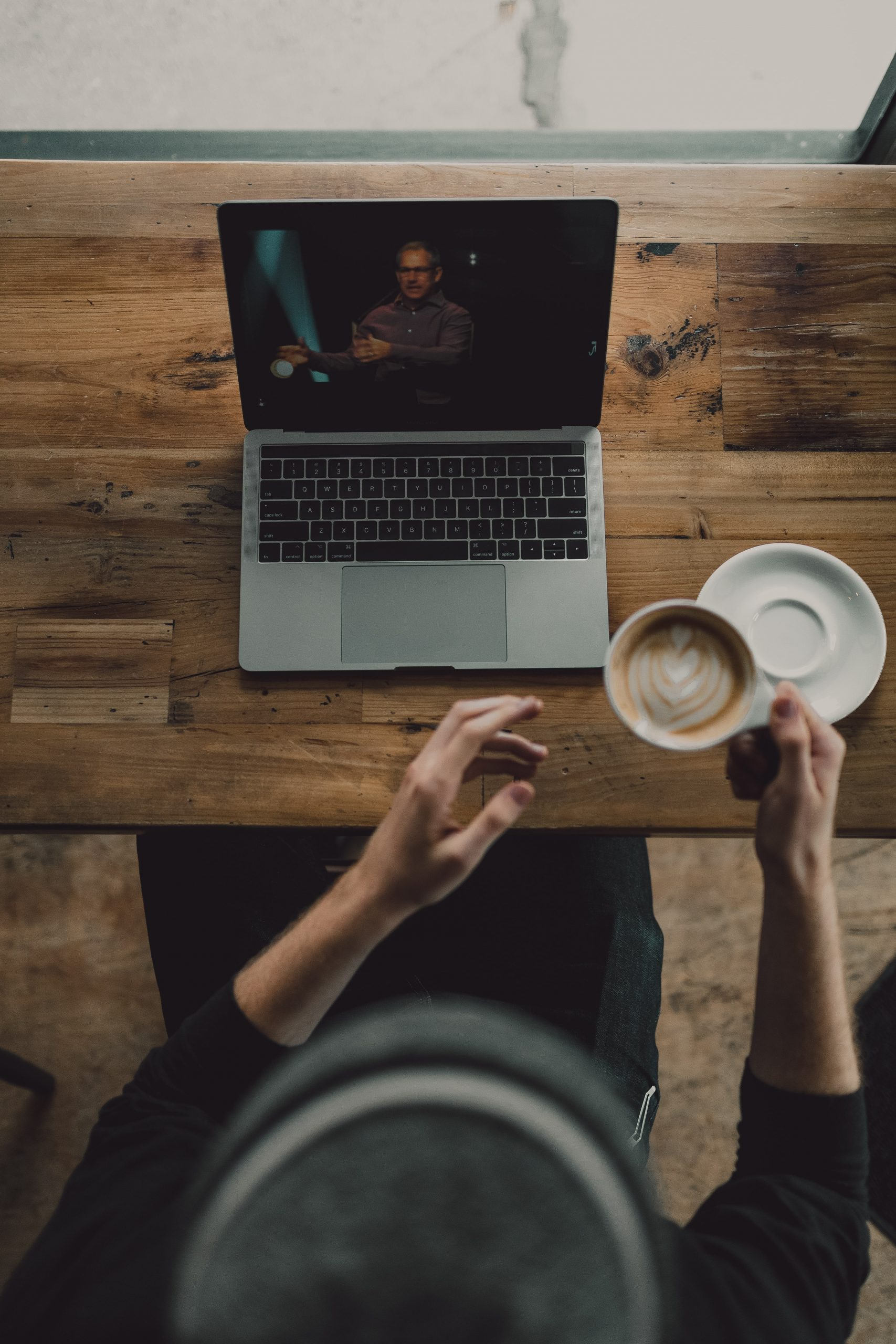 5 things to say and do in the first 10 minutes of your virtual training session.